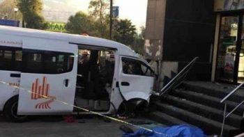 Mueren tres al impactarse camioneta contra 7 Eleven de Edomex