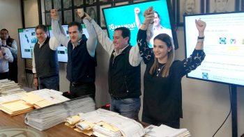 Se declara Adrián ganador en Monterrey; presume ventaja de más 2 mil votos