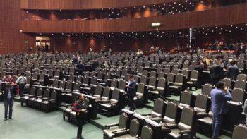 Ante falta de diputados, pide Muñoz Ledo que tomen foto para archivo