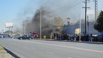 Incendian llantas afuera de cuartel de la Policía Estatal en Reynosa