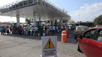 Impacta al sector transportista escasez de gasolina en Michoacán