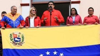 'Aquí no se rinde nadie, aquí vamos al combate': Maduro