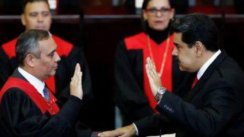 Aislado, Nicolás Maduro jura nuevo mandato