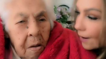 Thalía celebra a su abuelita por su cumpleaños 101