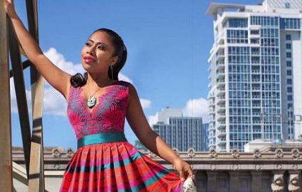 Encanta Vestido De Yalitza Aparicio Creación De Diseñador