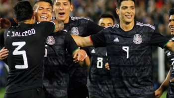 México vence a Chile en el debut del 'Tata' Martino