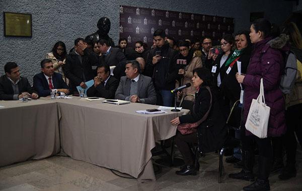 56b2ebeebc Ante la modificación diversos colectivos feministas y a favor de los  derechos humanos se conglomeraron en el lobby del recinto legislativo para  manifestar ...