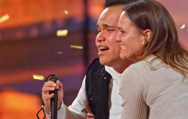 Joven con ceguera y autismo impacta con su voz a jueces de America's Got Talent (VIDEO)