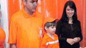 En honor a su papá un niño se viste como recolector de basura