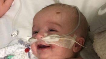 Con enorme sonrisa bebé despierta de coma inducido